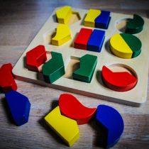 Das beste Lernspielzeug für Kinder ab 2 Jahre – zur Förderung der Konzentration, Motorik, logisches Denken und Kreativität