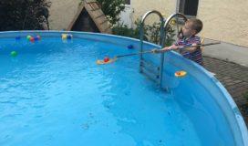besten Ideen zur Beschäftigung für Kinder im Sommer: Bälle fischen