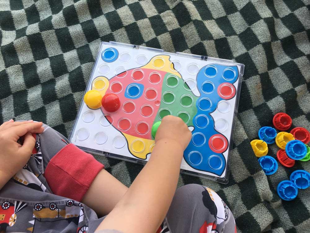 Beste Lernpielzeug für Kinder ab 2 Jahre Fantacolor von Quercetti Farben Steckspiel