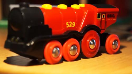 Less Waste – Elektrische Spielzeug Lokomotive reparieren